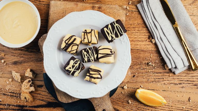 חטיפי גבינה והדרים מצופים שוקולד